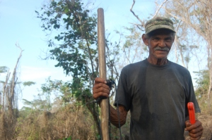 Don Efraín working in his rice field